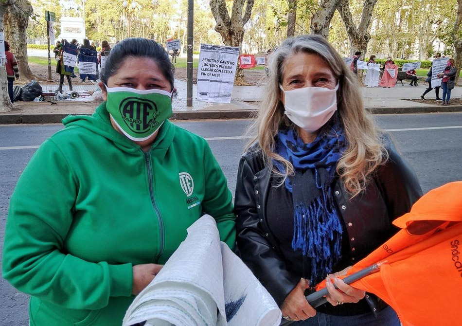 FESPROSA president Fernanda Boriotti (right) at the actions organised with the Association of State Workers (Asociación Trabajadores del Estado) in Argentina.