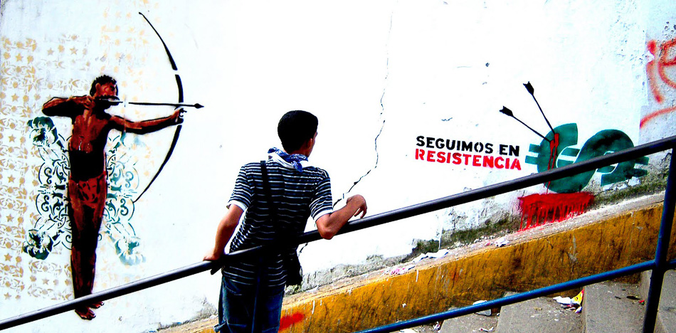 We carry on resisting. San Juan, Caracas. 2010. Comando Creativo