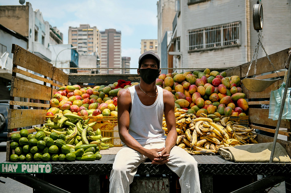Mangoes, plantains, and avocados. Caracas, Venezuela, 2020. Dikó / CacriPhotos