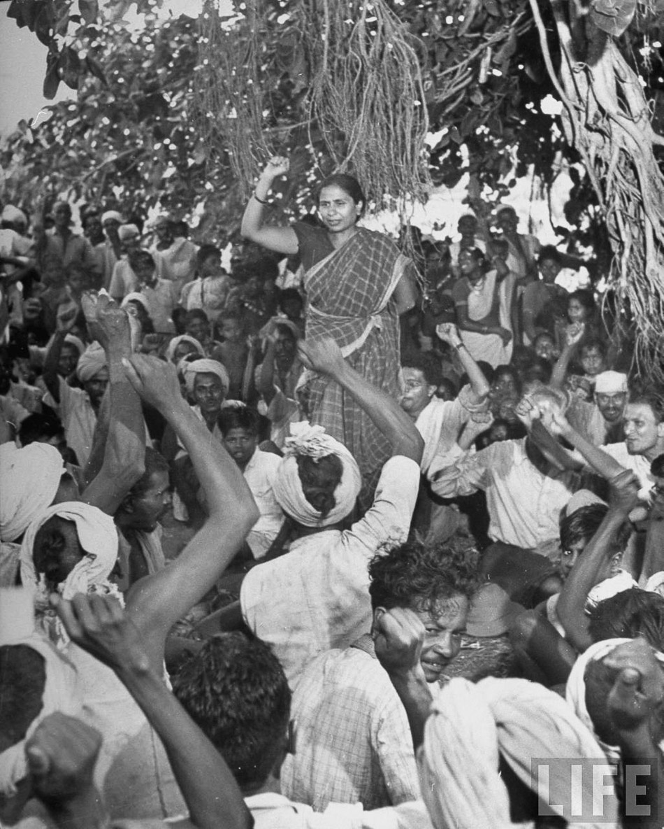 Caption: Circa 1946: Godavari Parulekar, leader of the communist movement and the All India Kisan Sabha, addressing the Warli tribals of Thane in present-day Maharashtra. The Warli Revolt, led by the Kisan Sabha against oppression by landlords, was launched in 1945. Credit: Margaret Bourke-White / The Hindu Archives.