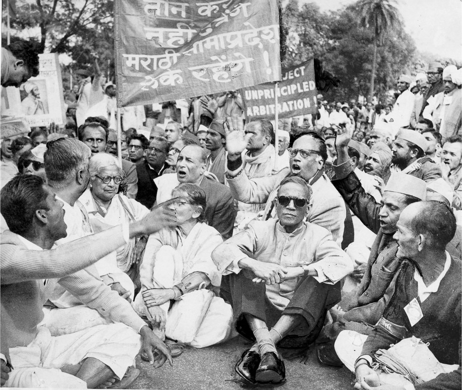Caption: Members of the Samyukta Maharashtra Samiti headed by communist leader SS Mirajkar (third from right, wearing dark glasses) who was then the Mayor of Bombay, demonstrating before the Parliament House in New Delhi, 1958. Credit: The Hindu Archives.