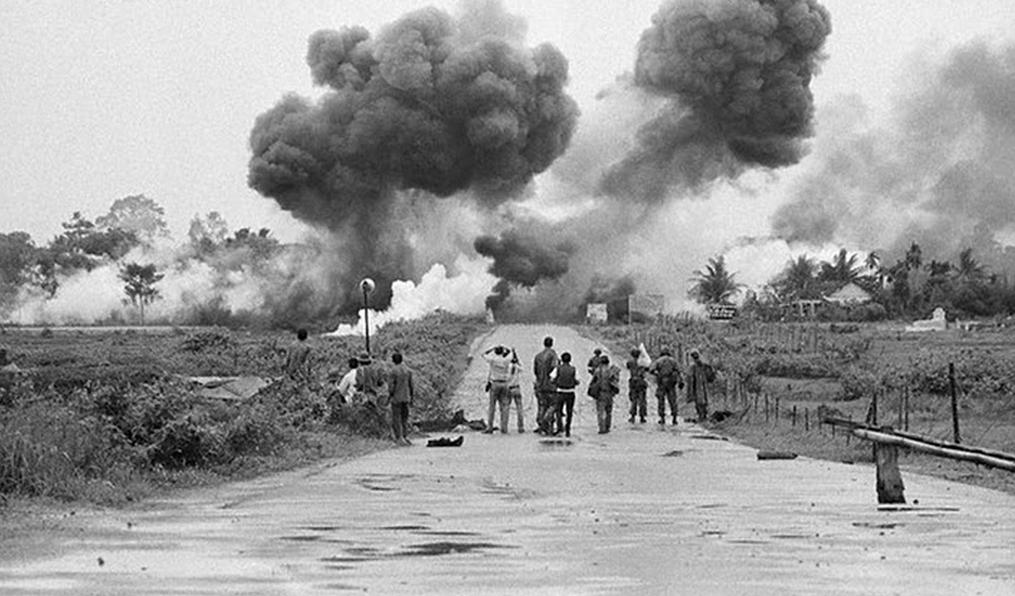 Bombardeo con Napalm en Vietnam